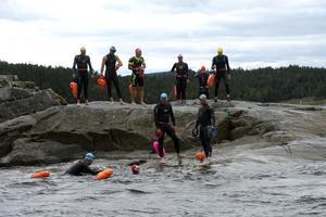 Alla kom fram till slut och fick några minuters vila innan det var dags att simma tillbaka.