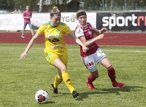 Ljusdals mittback Jonnah Tönners fick slita hårt för att hålla koll på Sandvikens hypervassa Simone Edefall, som satte det avgörande målet i andra halvlek och leder seriens skytteliga med sina  13 mål.