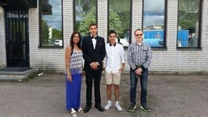 Skolavslutning våren 2015. Dammi, Kevin, Andy och Mats Lundin. Foto: privat.