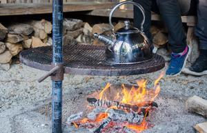 Kokkaffe över öppen eld är ett måste när jaktlaget träffas.