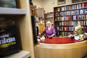 Nu tar Karin Hedman över som bibliotekarie i Los.