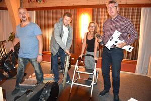 Arne Alstergren, Magnus Segerbrant, Ann Ödling och Kebbe Olofsson har haft fullt upp inför Bottennapps premiär på Varvsberget.
