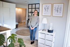 Marléne bjuder in till sitt hem i Bomhus. En ganska vanlig villa på 130 kvadratmeter – men också väldigt ovanlig.  Bilder från hemmet har synts världen över, men själv har Marléne hållit en låg profil.