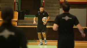 Kristian Legiec under sin första och hittills enda träning med ÖSK Futsal.
