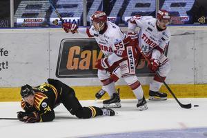 Historiskt sett har Brynäs varit något av en ärkerival för Timrå och den 4 oktober fick Gävlelaget känna på den röd-vita hockeydynamiten. Här i form av Vilmos Galló och Alexander Falk, som fått William Alftberg på fall. Och även slutresultatet gick Timrås väg i den här matchen.
