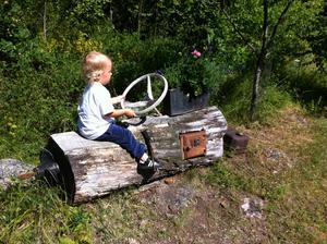 Bill åker båtbil på Grovstanäs. Foto Poppe Johansson