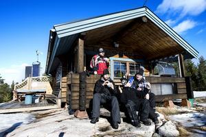 Milleniumstugan är ett populärt besöksmål bland snöskoteråkare. Nu öppnar leden igen efter stängningen.