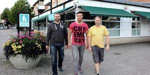 Från vänster Stefan Andersson och Jimmy Lidberg som fortfarande driver Holli i Rimbo. Längst till höger Ronny Ronholt som var med när företaget startade.