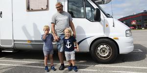 Tillsammans med barnen Elis och Louie har Patrik Wiklander rest med husbil genom Sverige. På vägen hem till Skellefteå gjorde de ett stopp i Birsta.