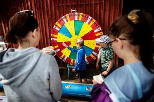 En rad aktiviteter hade kokats ihop till besökarna, bland annat: pilkastning, chokladhjul, godishjul, fiskdamm och lyckopåsar.