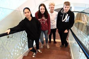Nadja Srichan, Liv Åkerman, Gustav Olsson och Emil Andersson i den nya Älvdalsskolan.