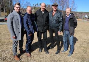 Nya majoriteten i Sollefteå beslutade i utskottet för samhällsutveckling att avbryta den stora avloppsinventeringen. Fr v Johan Andersson (C), Daniel Höglund (C), Ulf Breitholtz (V), Jörgen Åslund (Vi) och Roger Johansson (Vi).
