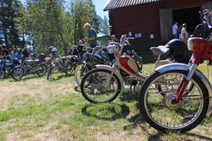 En glimt av de många mopederna.