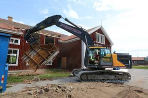 Inom en vecka kommer gamla Lekebergsskolan att vara jämnad med marken och ge plats för en ny skolbyggnad som ska vara klar 2021.