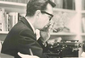 John Edward Williams, född 29 augusti 1922 i Clarksville, Texas, död 3 mars 1994 i Fayetteville, Arkansas, var en amerikansk författare, redaktör och universitetslärare. Hans romankonst återupptäcktes på 2000-talet och betraktades som en bortglömd litterär sensation.