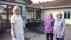 """Ewe Ramberg-Roligs, Marita Johansson och Evalis Bergman på Klockarbergsgården gillar förslaget. """"Jag klarar inte heltid men det måste vara en valfrihet"""", säger Evalis och tillägger:"""
