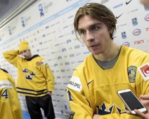Marcus Pettersson i bakgrunden kände att laget svek Felix Sandström.
