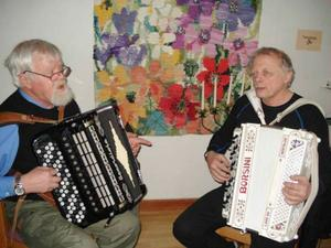 Jonny Halvarsson och Boris Nordvall underhöll på dragspel.     Foto: K-E Hoflin