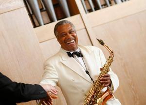 Jackson C Crawford återvänder till festivalen med sin klassiska saxofon. Pressbild.