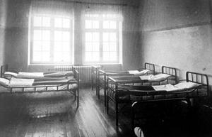 En av barnens sovsalar på Bodaborg. Bild: Ur boken Berättelse över Västernorrlands läns sinnesslöanstalt i Boda