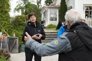 Karin Holmgren, arbetsledare på Sundsvalls friluftsmuseer, besökte trädgårdsgruppen häromdagen.