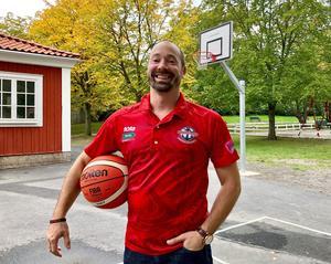 Daniel Palm har grundat Nynäshamns Basketbollklubb. Foto: Nynäshamns kommun