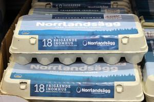 När det gäller Norrlandsäggen garanteras det att äggen kommer från norrländska gårdar. Men någon sån här kartong gick inte att hitta i butikerna i Sundsvall som ST besökte.