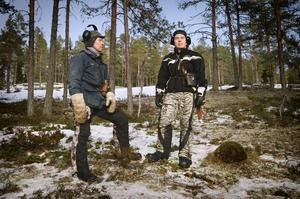 Thorbjörn Åhrén och sonen Markus från Raedtievarie sameby. För andra året i rad har de sina renar på vinterbete mellan Bollstabruk och Sollefteå.