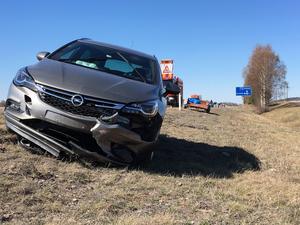 Två personbilar och ett släp var inblandade.