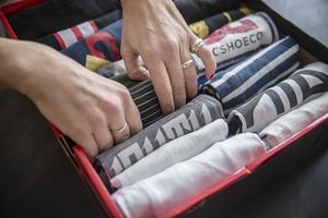 Textilier viks på ett speciellt sätt enligt KonMari (se video).