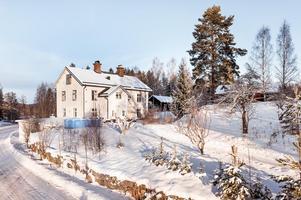 Falkbergs gamla bageri är till salu. Stor moderniserad byggnad perfekt för den stora familjen eller för den som behöver utrymme för hobby, verksamhet eller dylikt! Foto: Kristofer Skog.