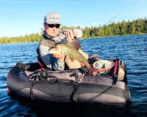 Harrarna har varit på hugget i Frösjön. Wesso Montonen fick två stycken som vägde dryga kilot på torrfluga.