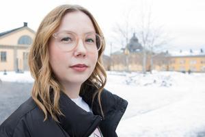 Hanna Nutti har vid 27 års ålder hunnit med att jobba flera år som både journalist och artist. Nu satsar hon på universitetsutbildning och samtidigt återuppta musikkarriären. På fredag släpper hon singeln