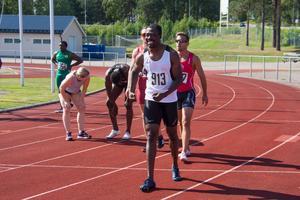 Emmanuel Dawlson gav ett stort leende när han sprang in som vinnare i A-finalen på 100 meter.