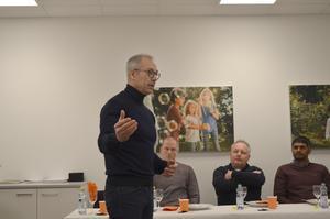 Arturo Arques, privatekonom hos Swedbank, höll ett lunchföredrag på bankens kontor i Falun. På förmiddagen talade han inför ungdomar i Kristinehallen.