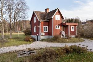 Renoverat hus som passar lika bra till året runt-bostad som fritidshus. Foto: Andreas Timfeldt, Husfoto.