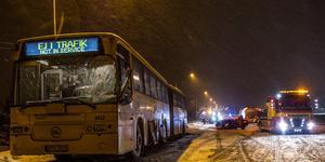 Chaufförerna i bussen och tankbilen får stöd efter olyckan i Heby. Foto: Niklas Hagman