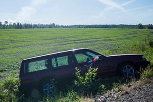Inga personer fanns vid den dikeskörda bilen. Foto: Niklas Hagman