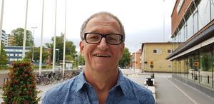 Lars Ahlin minns folkparksepoken från sin barndom när han bodde granne med Södertäljes folkpark.