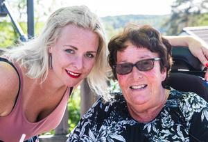 LT:s reporter Nellie Pilsetnek och Marianne Eldebrink under en av alla de intervjuer som LT gjorde med Södertäljeprofilen om hennes kamp mot ALS. Marianne Eldebrink avslutade sitt liv på en klinik i Schweiz för några dagar sedan.