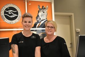 Ulrika Lindfors och Camilla Söderberg på Synoptik trivs i de nya lokalerna i Gallerian.