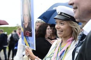 Julia Stridh grattas efter att ha klarat av ekonomiprogrammet på Timrå gymnasium.