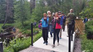 Spelmännen gick av invigningsbandet till tonerna av Rättvikarnas gånglåt. Foto: Olle Spångmyr