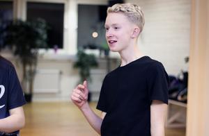 """Alvin Sommar från Leksand gillar att träna och uppträda i Talang. """"Det är något annat än när vi tävlar i vanliga fall. Det här gör vi tillsammans""""."""