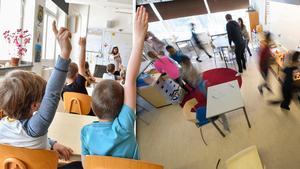 Rätt kunskap bland personalen, samma inredning i klassrummen och en uppsättning hjälpmedel är skribentens förslag för en mer NPF-anpassad skola. Bild: Jonas Ekströmer/TT / Fredrik Sandberg/TT