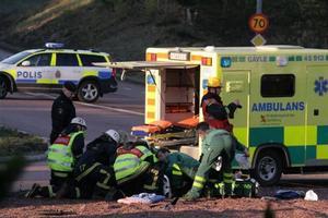 41-åringen körde in i rondellen och kraschade med motorcykeln.