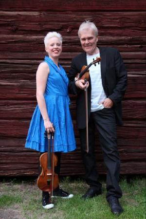 Jeanette Eriksson och Mats Berglund ger folkmusikkonsert i Lillhärdal på torsdag kväll.