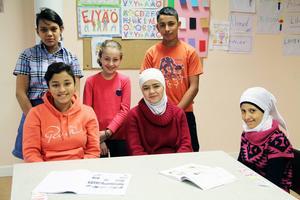 Barnen jobbar individuellt, så det krävs en hel del av lärarna och att vara förutseende så man hinner med alla i gruppen. De äldsta eleverna är mellan 13 och 16 år.