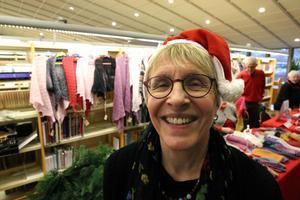 Gertrud Åstrand, kultur- och bibliotekschef i Kumla kommun, är glad att hantverkarna finns på biblioteket.