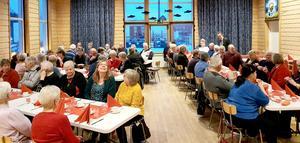 66 förväntansfulla deltagare på julfesten i Sörbygden. Foto: Loulou Westlund